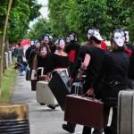 Décor de la «procession» pour le court métrage La Robe